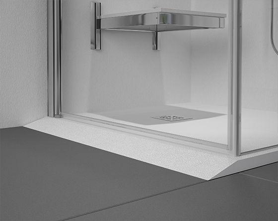 Rampa de acceso a plato de ducha para personas con movilidad reducida